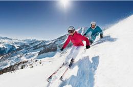 skieurs montagne hiver