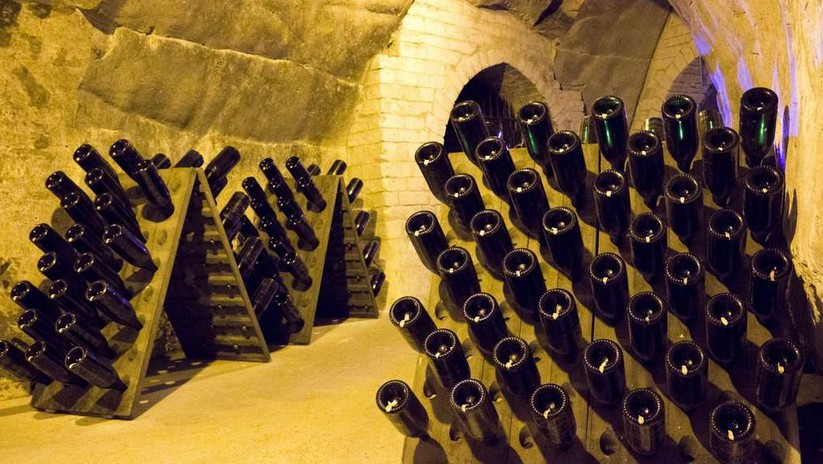 caves champagne taittinger