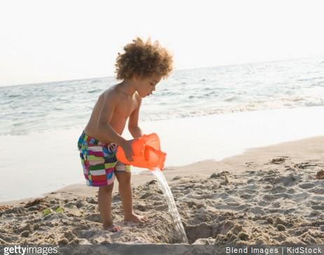 3 activités pour occuper les enfants à la plage