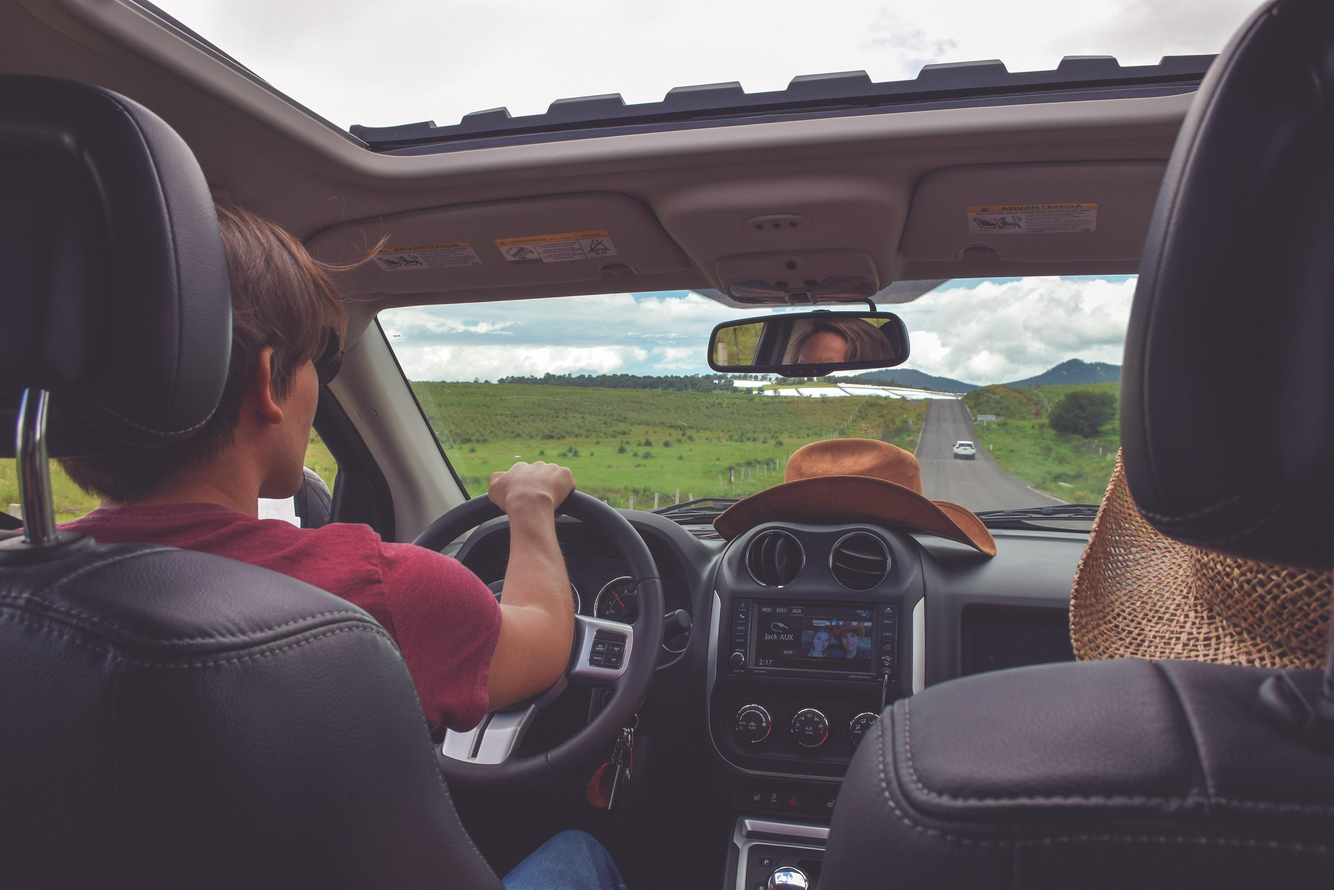 Long trajet en voiture : comment profiter d'une bonne musique ?