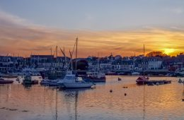 coucher de soleil sur un port dans le Finistère